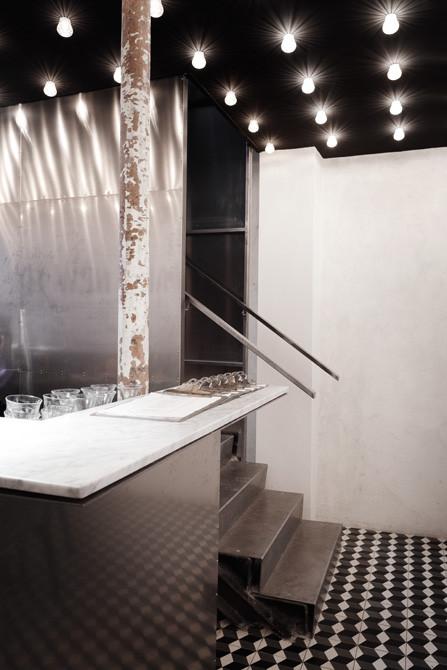 Black ceiling interior design in Paris New York restaurant ...