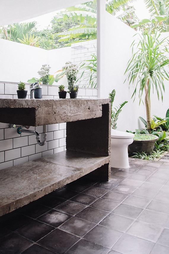 bathroom trends 2017, small bathroom trends, jungle style bathroom, indoor plants bathroom. italianbark