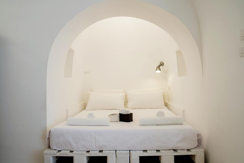 design trullo, puglia interior design, beautiful italian interiors, mediterranean style, italianbark, vintage decor, total white bedroom