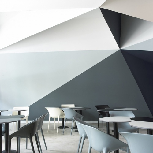 mint and geometric wall decor, Ara Pizza restaurant, Barcelona - italian bark blog