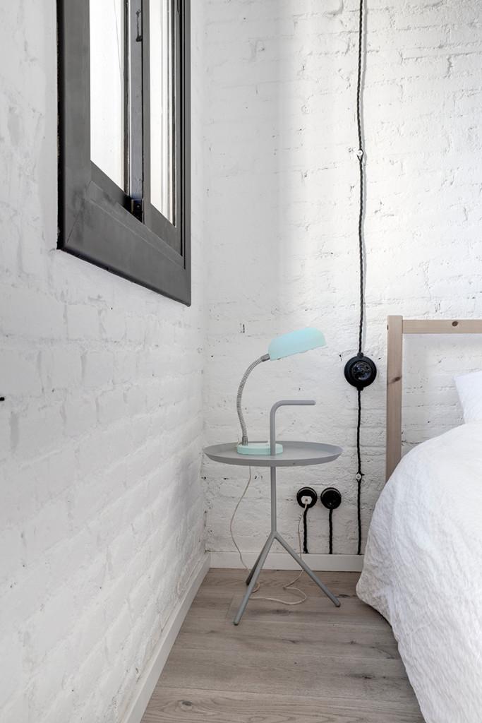 white bricks barcelona loft - bedroom detail