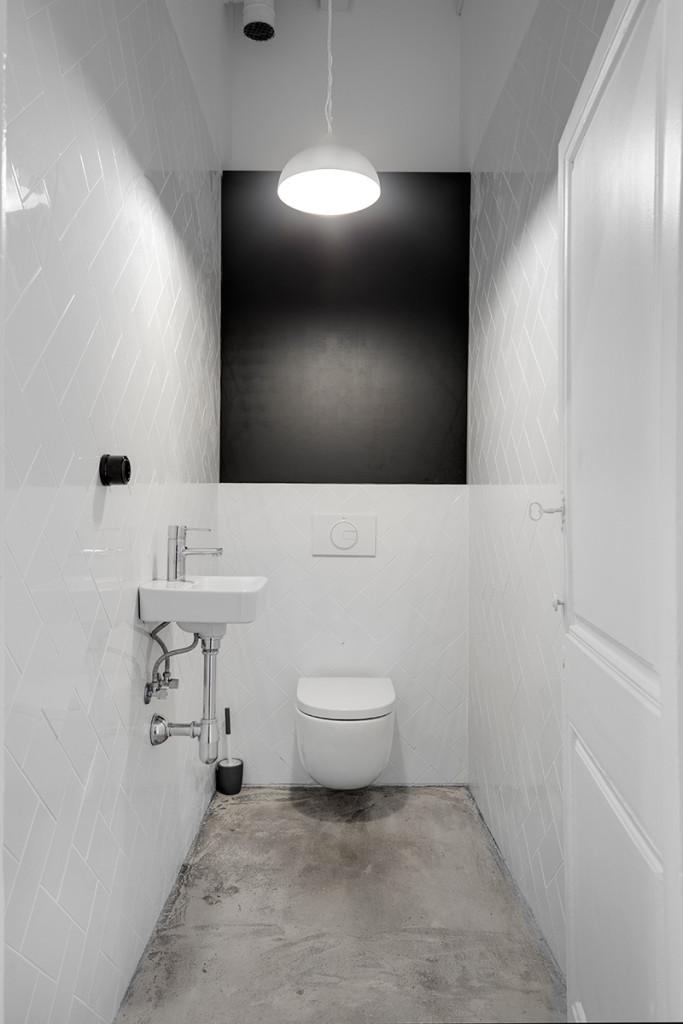 white bricks barcelona loft - toilet black and white