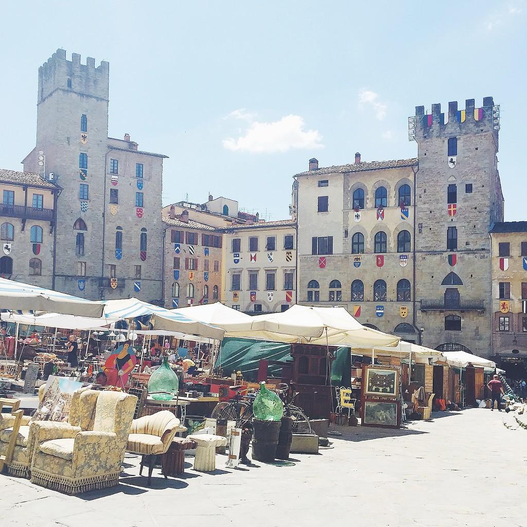 piazza grande-arezzo-fieraantiquaria-weekend in toscana
