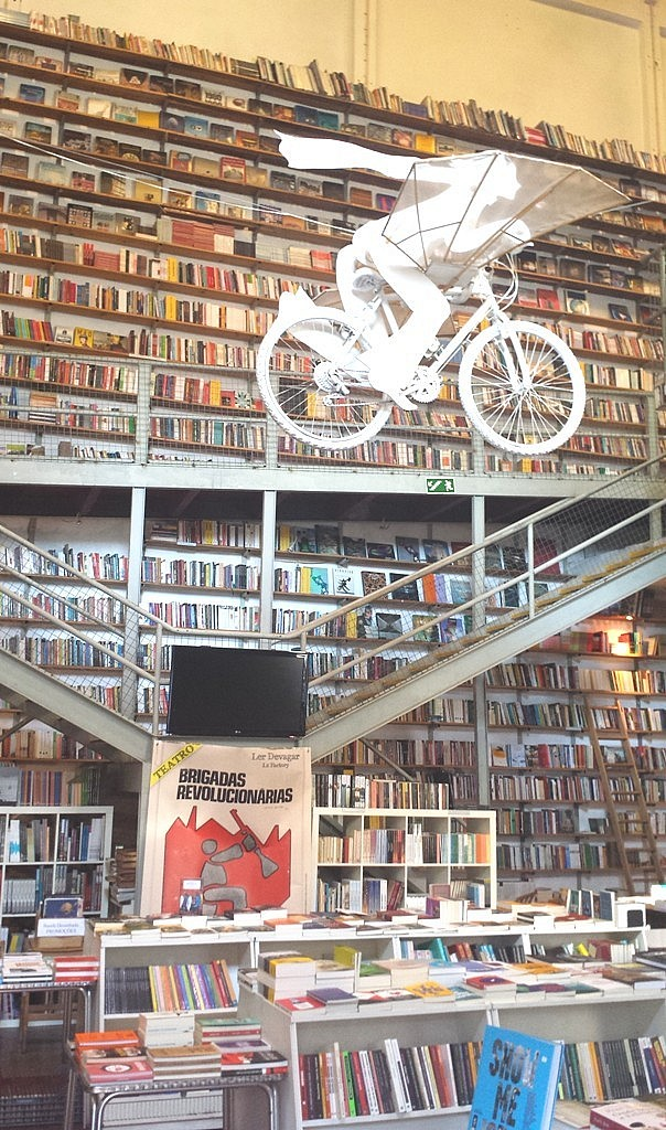 LERDEVAGAR-bookshop-lxfactory-lisbon