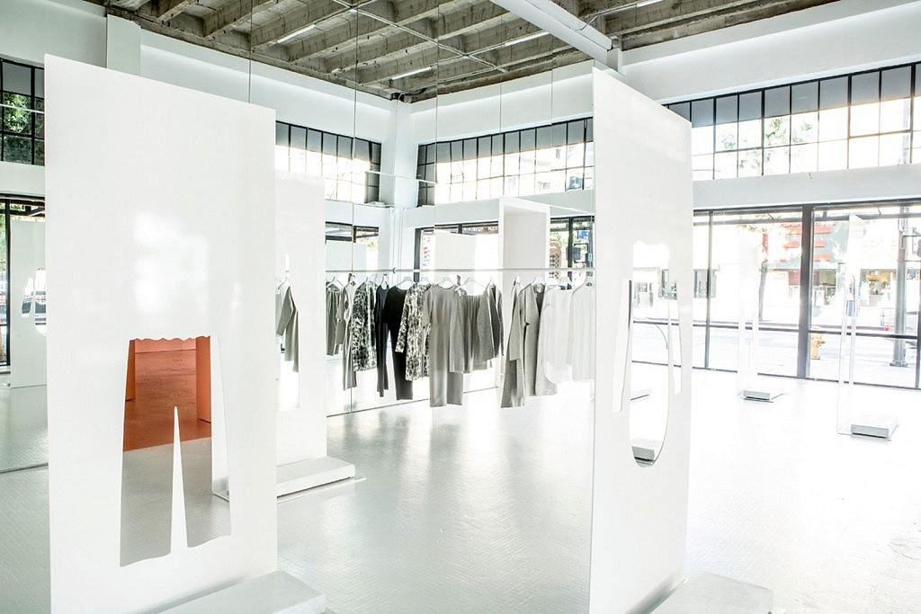 popup-conceptstore-cos-pink shop design