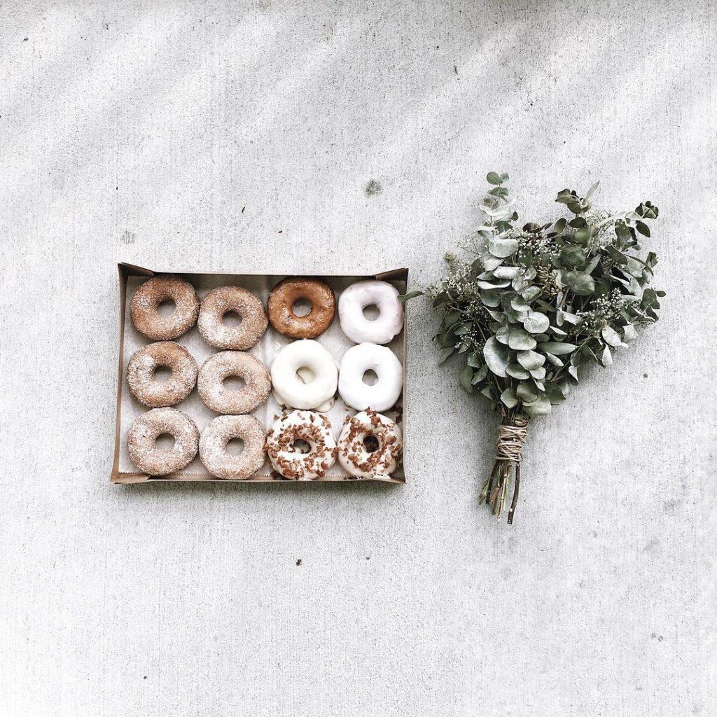 donuts tray