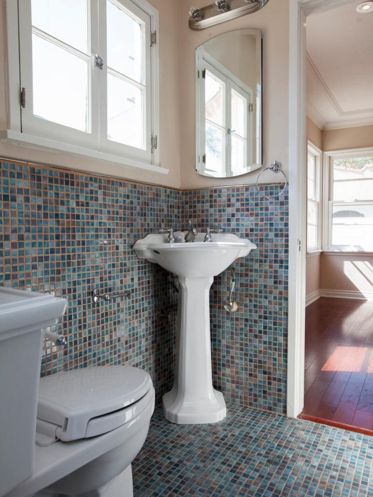 Small Bathroom Look Bigger: How To Make A Small Bathroom Look Bigger In 7 Tips
