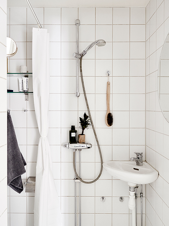 studio-apartment-space-saving-idea-bathroom