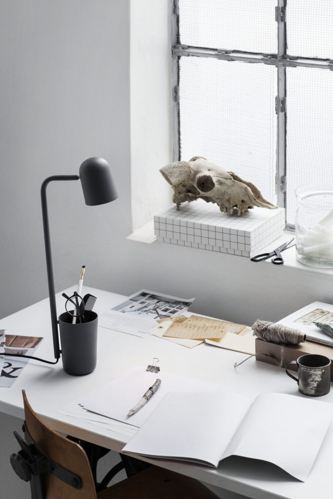 Buddy_Dark_Grey_on_desk_portrait-Low-res_Photo_Chris-Tonnesen