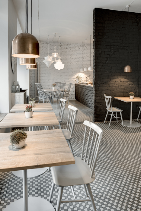 Design cafe cool bistrot design in prague phill 39 s twenty7 italianbark - Idee deco studio 30 m2 ...