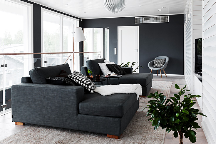 finnish home interior, finland home decor, wall gallery, black wall decor, gallery wall idea, dark grey corner couch, divno angolare grigio scuro