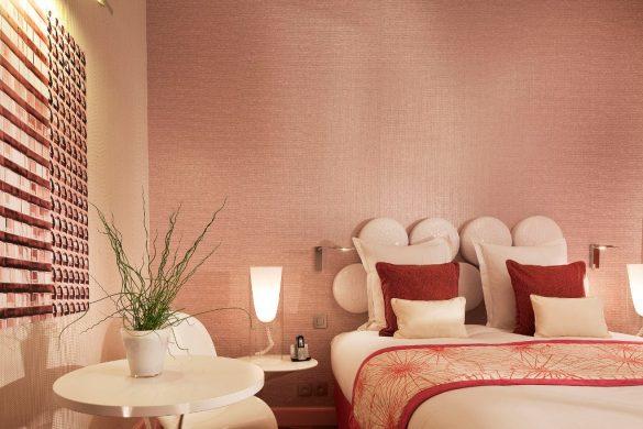 design hotel in Paris, le petit paris, boutique hotel Paris, hotel room design, pink bedroom