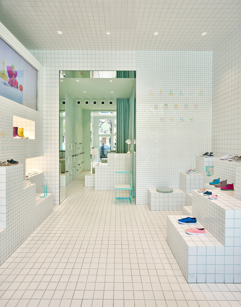 store-design-idea-total-white-little-shoes-barcelona-2