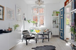 interior restyling tips, home before and after, scandinavian interior styling, living room restyling, restyling soggiorno, total white living, soggiorno stile scandinavo, blue door
