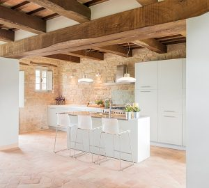 tuscan interiors, tuscan interiors style, italian interiors, italian home decor, italian style, interni toscana, italianbark interior design blog, rustic kitchen, total white kitchen