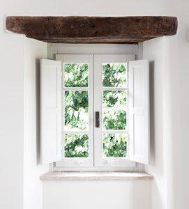 tuscan interiors, tuscan interiors style, italian interiors, italian home decor, italian style, interni toscana, italianbark interior design blog, , window, wooden beam