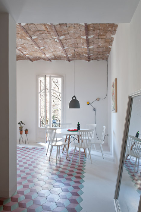 home in barcelona, interior barcelona, colourful interior, bell norman copenhagen, pavimento cementine, concrete tiles, hydraulic tiles, pink interiors, hexagonal flooring, concrete tiles