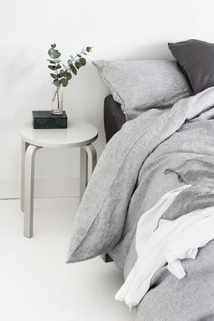 bedroom restyling, online interior design, restyling camera, bedroom restyling ideas, e-design, consulenza arredo online, italianbark interior design blog, bedside table stool