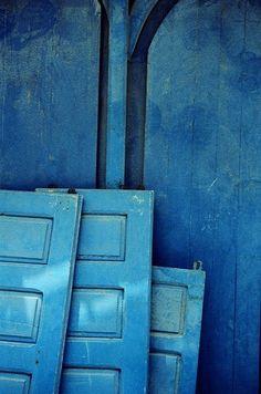 blue interior trend - blue interiors - blue walls - colour trends 2017 - colour 2017 - denim drift - colour of the year 2017 - blue paint trend - dulux denim drift