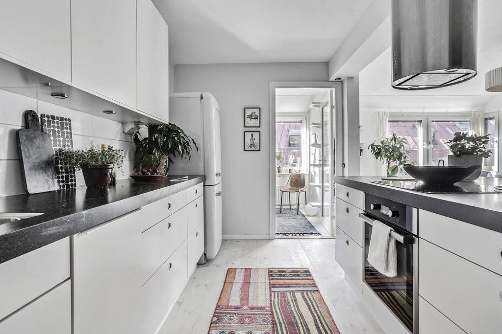 decorating with black, black home decor, hoem tour scandinavian, beautiful interior design, interior design blog italianbark, black white kitchen