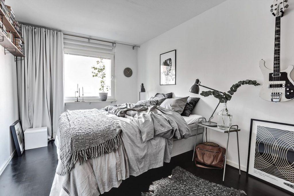decorating with black, black home decor, hoem tour scandinavian, beautiful interior design, interior design blog italianbark, black flooring