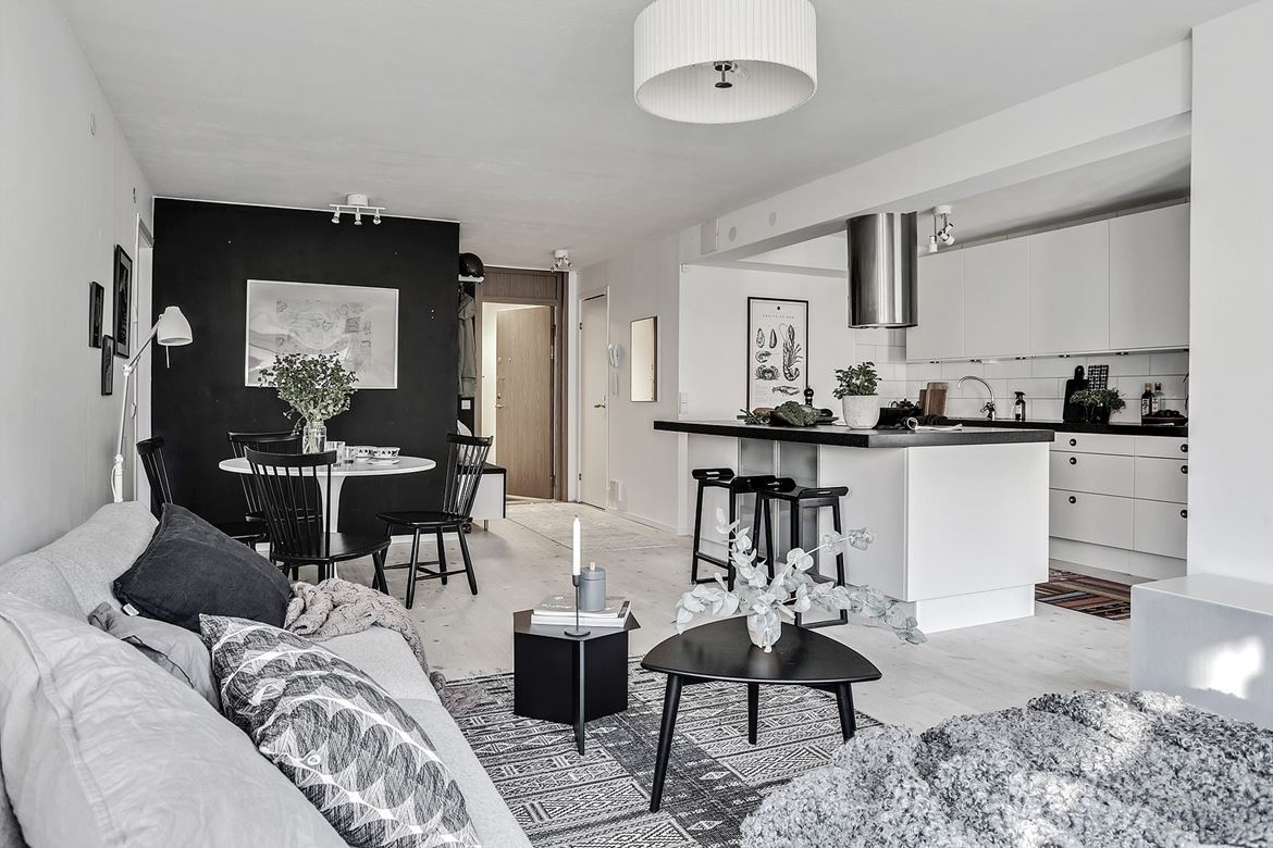 home tour | decorate with black and white