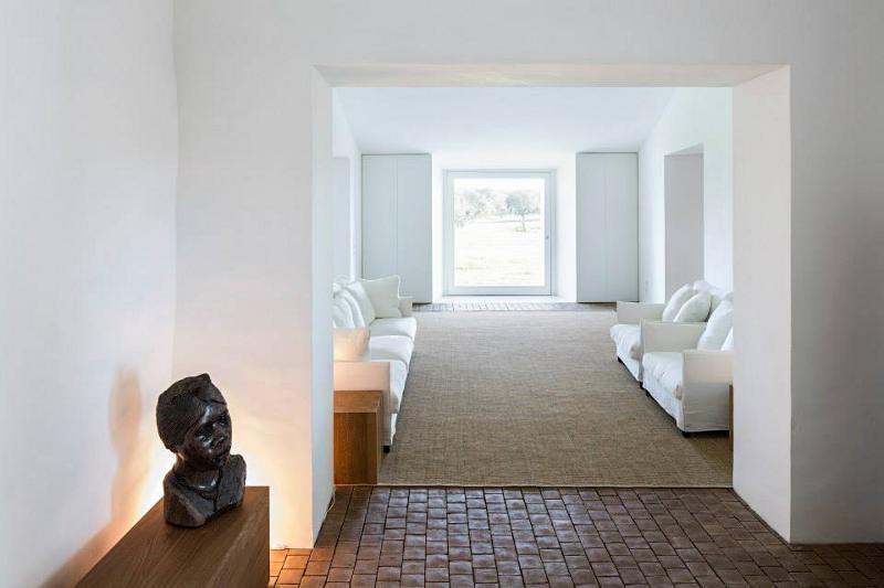 Portuguese-interiors-minimal-aires-mateus-italianbark-interiordesignblog, white minimal interior