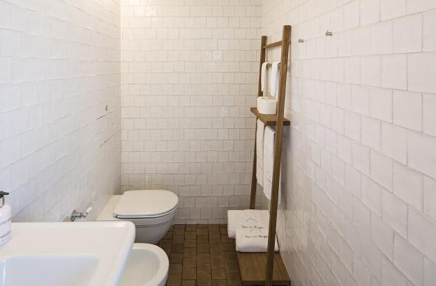 Portuguese-interiors-minimal-aires-mateus-italianbark-interiordesignblog, white minimal bathroom