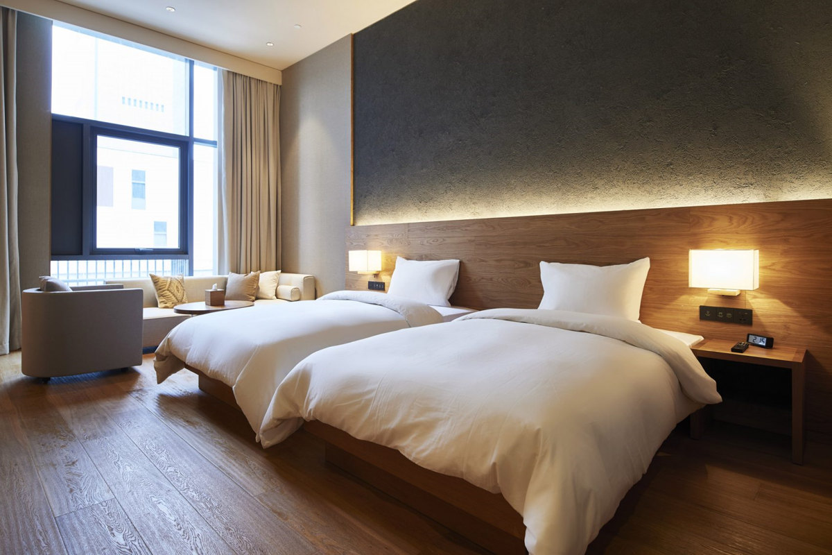 muji hotel shenzen hotel room design trends minimalist bedroom design - Hotel Bedroom