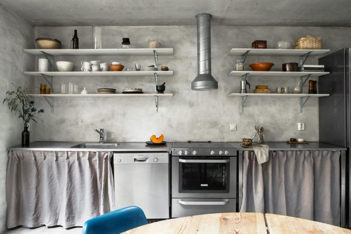 concrete walls interior trends, raw cement walls, scandinavian style interiors, kitchenette decor, kitchen open shelves