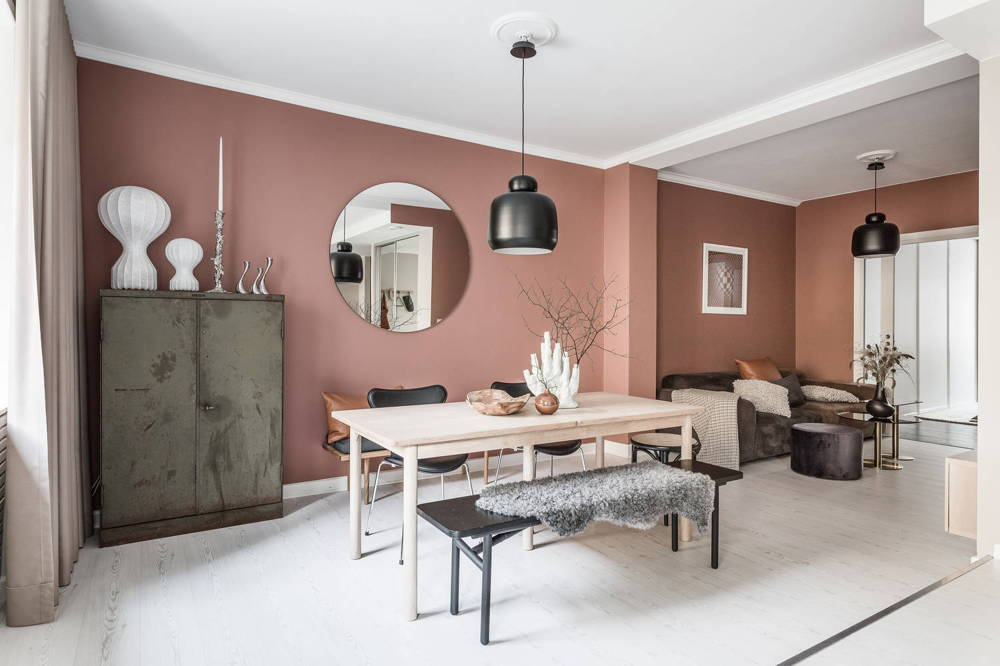 HOME TOUR | Ever consider pink walls for the living room?