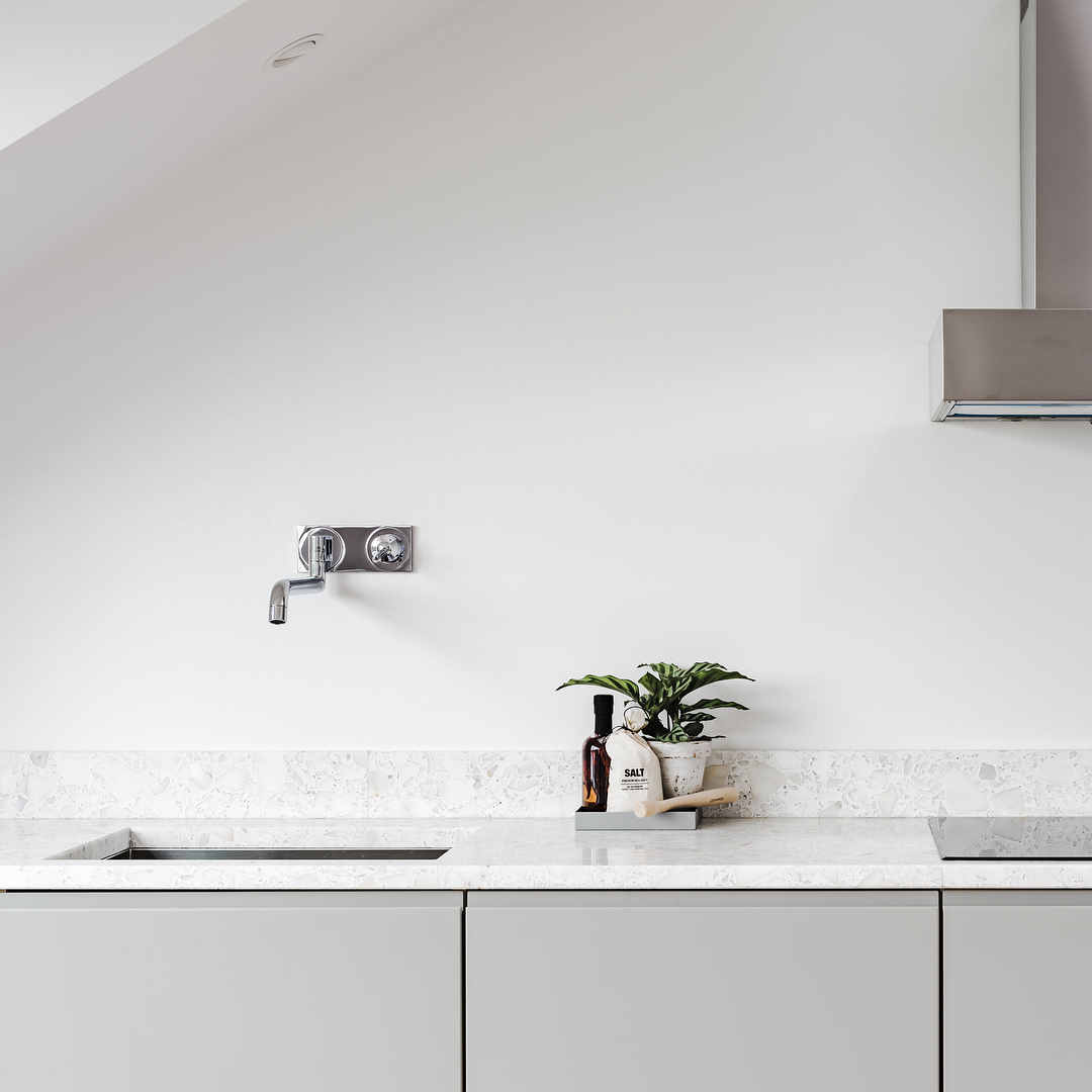 white kitchen,