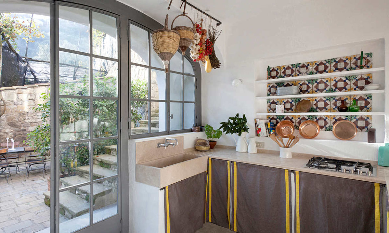 mediterranean decor, italian interiors, holiday villa amalfi, italianbark interior design blog, rustic style kitchen