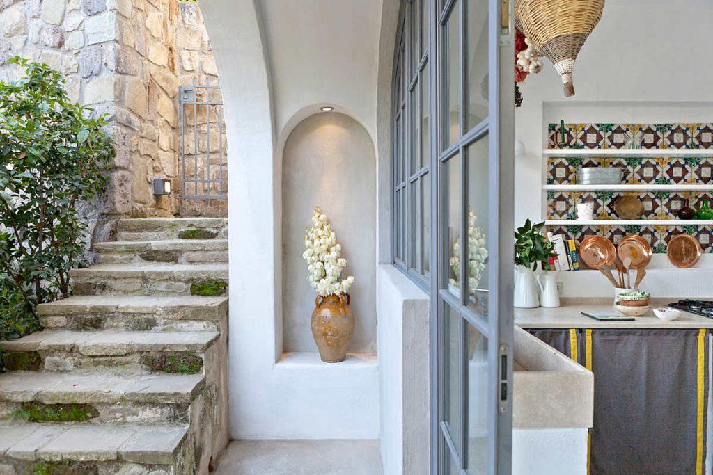 ITALIAN INTERIORS | Perfect Mediterranean decor in an holiday villa ...