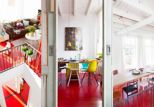 HOME TOUR | When a red painted floor makes the difference