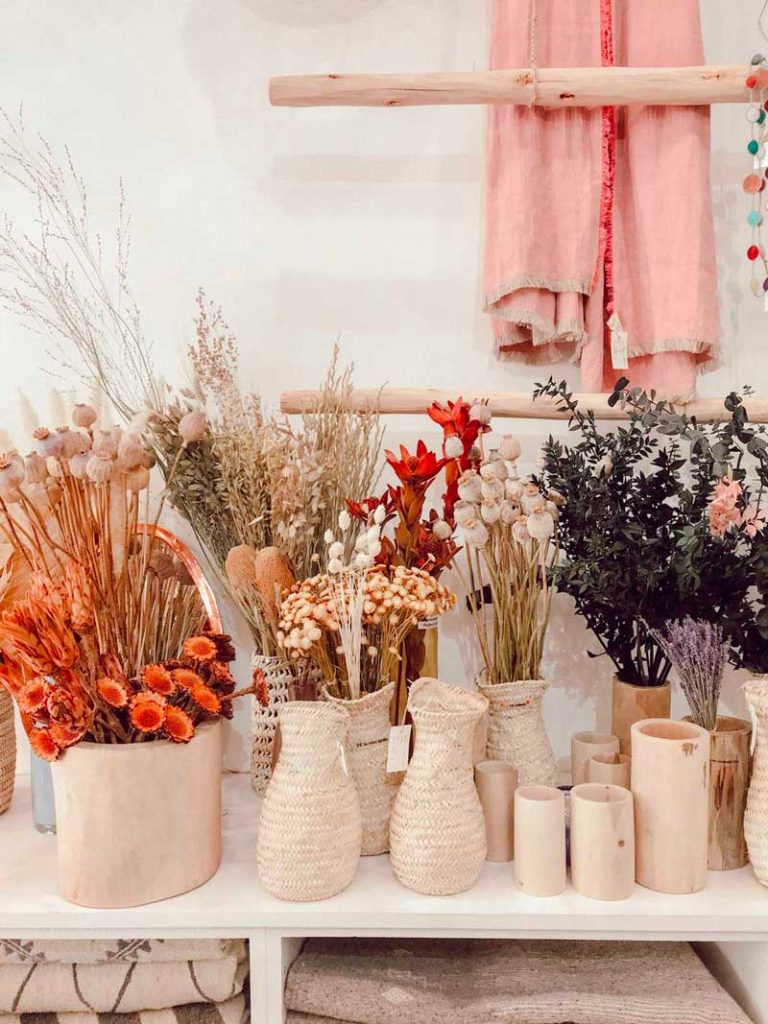 dried flowers decor, instagram decorating trends